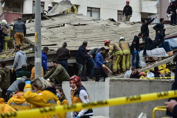 Kartal'da 8 katlı bina çöktü: Ölü ve enkaz altında kalanlar var