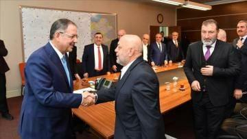 Özhaseki'den belediye personeline tediye sözü!