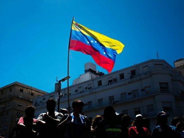 Venezuela'da darbe mi oluyor? Şok çağrı