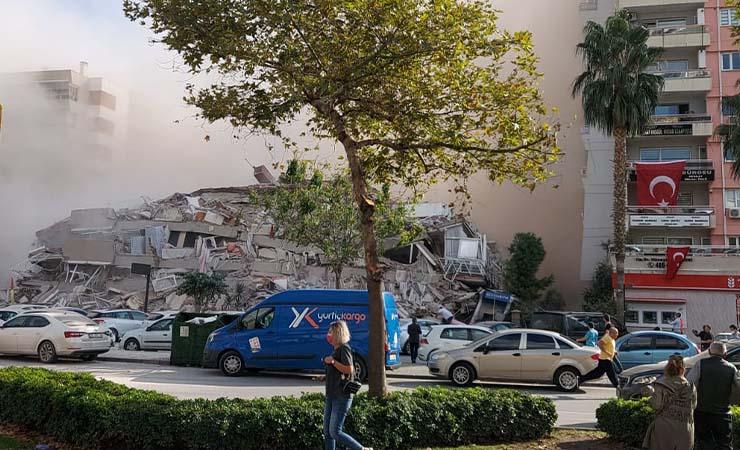 İzmir'de deprem anı videosu: Şiddeti görülüyor
