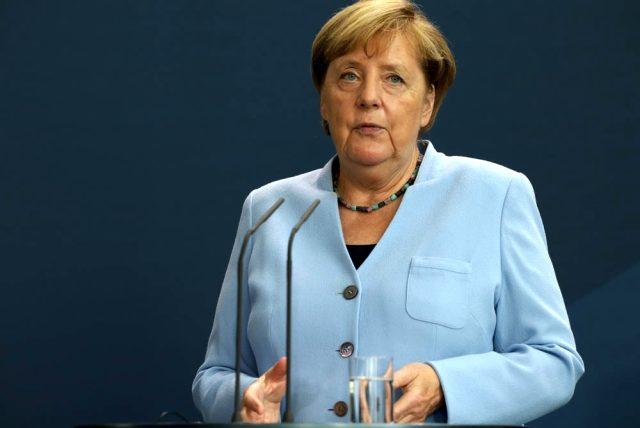 Eleştirilerin odağındaki Merkel aldığı tedbirleri savundu
